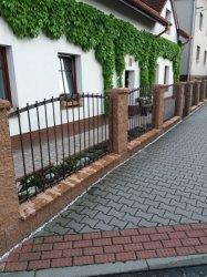 Realizace zděného plotu včetně kování Hlučín