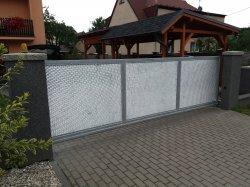 Brána pojezdová a dílce plotu