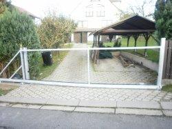 Brána pojezdová, Dolní lhota